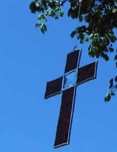 cross-red-with-bevel-in-tree